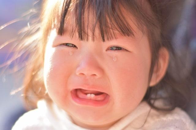 泣いた子どもをあやす